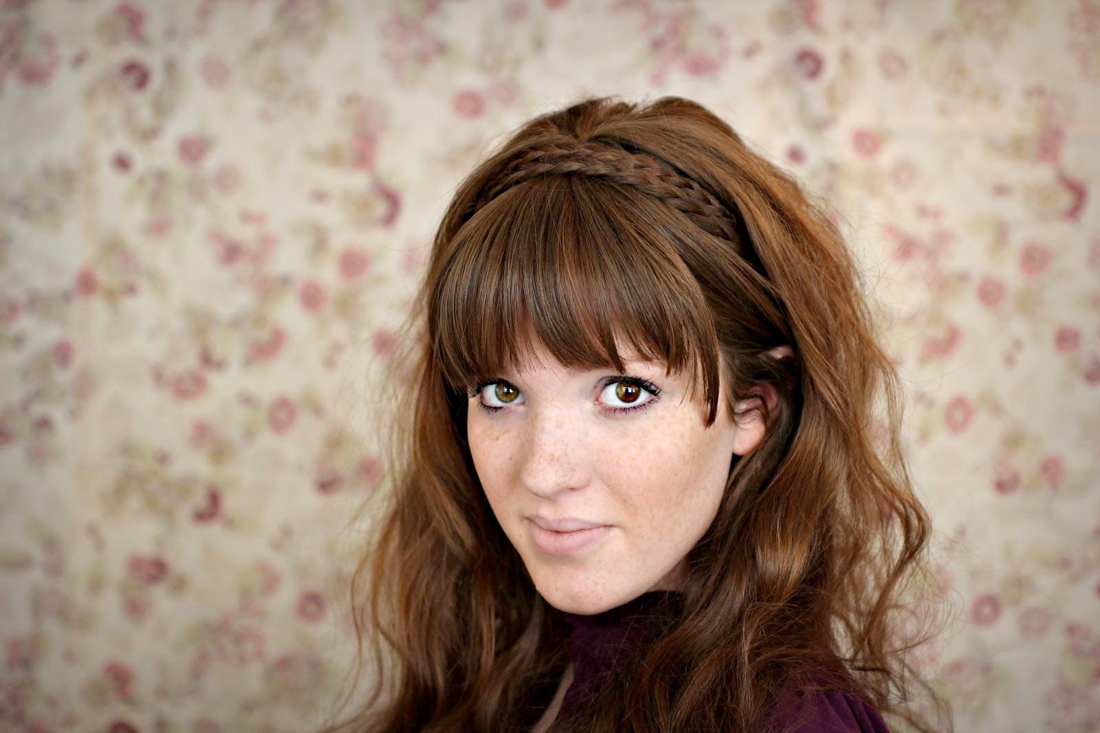 Вариант 5: ободок и распущенные волосы.