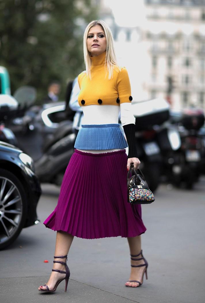 Модная модель платья в полоску