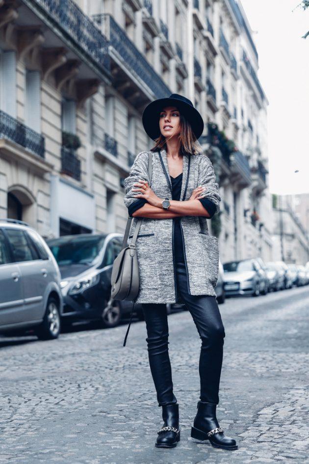На фото: новыйобразыс модной осенней обувью – черные ботильоны с черными узкими брюками.