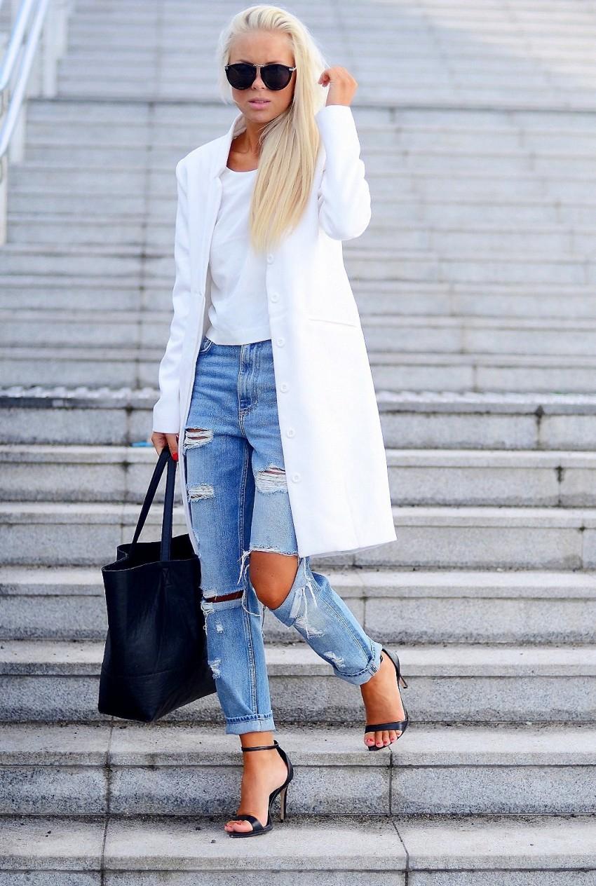 Модные рваные джинсы 2017 с длинным белым жакетом