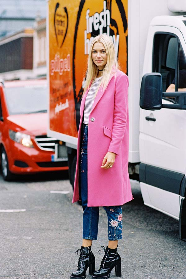 Розовое пальто и джинсы с цветами: неделя моды в Лондоне