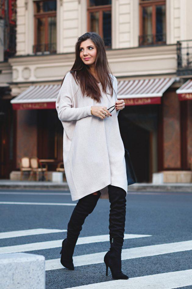 На фото:.замшевые сапоги ботфрты с платьем в фотме свитера.