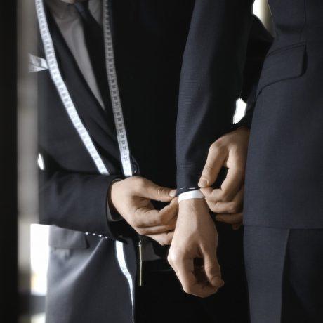 6 ошибок, которые совершает мужчина, одевая костюм