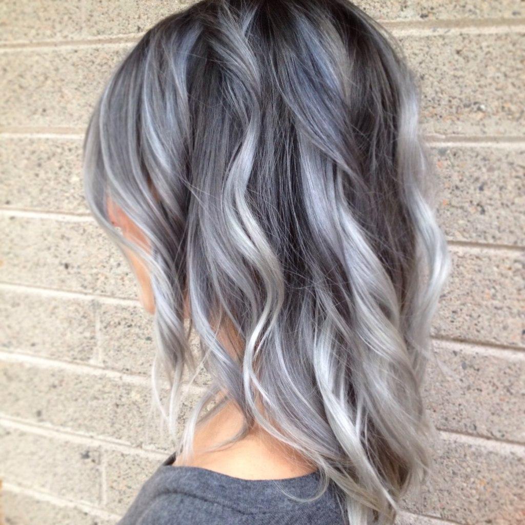Модный цвет волос 2017: серебристый блонд