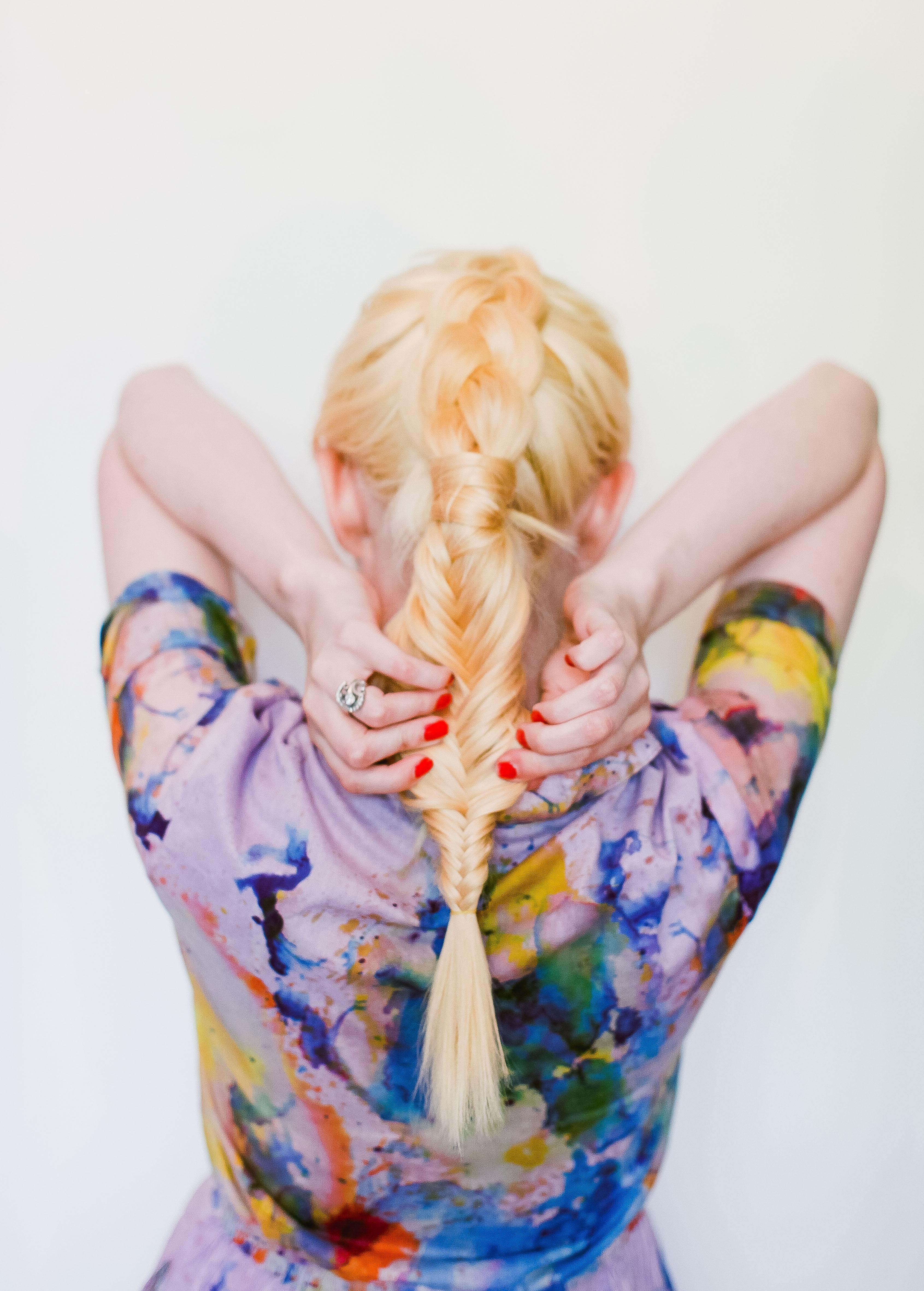 Фото причёска на средние волосы - оригинальная коса