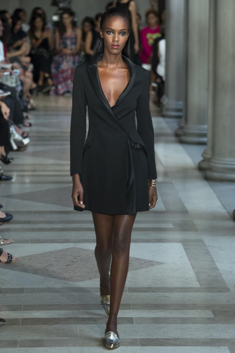 Короткое модное платье в офисном стиле - мода 2017 из коллекции Carolina Herrera