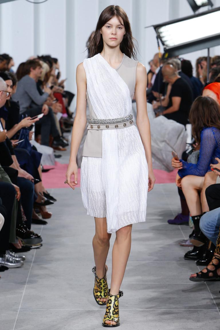 Необычная модель короткого модного платья 2017 из коллекции Carven