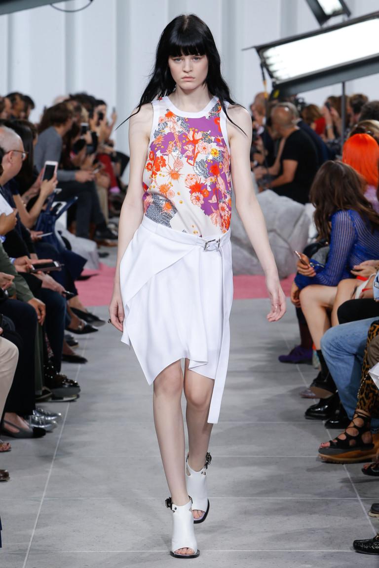 Белое модное платье миди 2017 с цветочным узором - фото новинки из коллекции Carven
