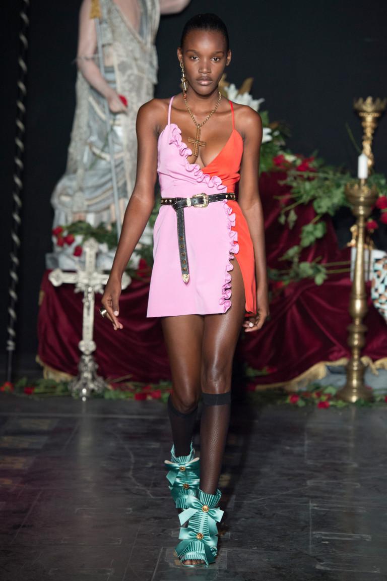 Откровенное розовое короткое платье 2017 - фото новинки из коллекции Fausto Puglisi