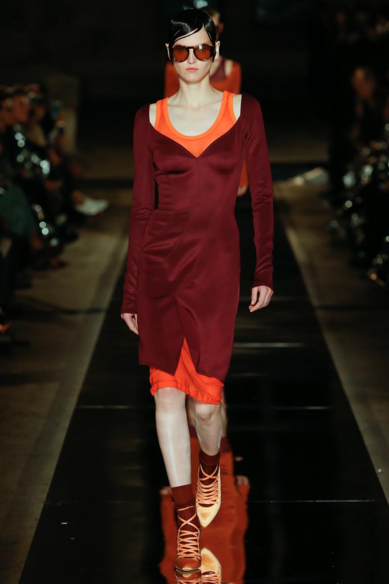 Модное короткое платье 2017 с двойным эффектом - фото новинки из коллекции Givenchy