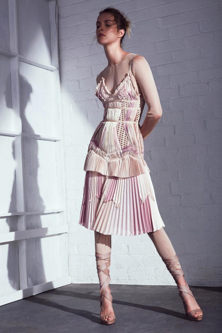 Нежное розовое короткое платье 2017 - фото из коллекции Hervé Léger by Max Azria