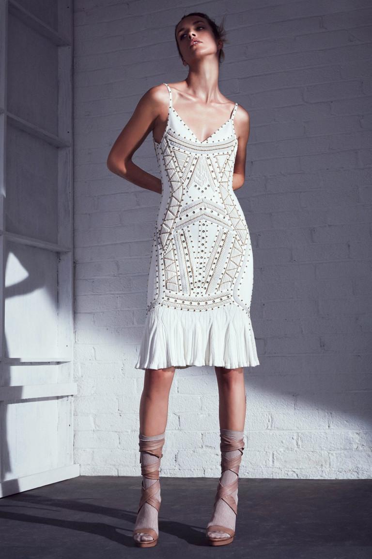 Белое короткое асимметричное платье 2017 из коллекции Hervé Léger by Max Azria
