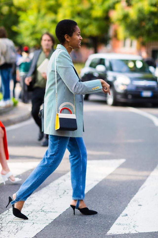Джинсы классика: с чем носить?