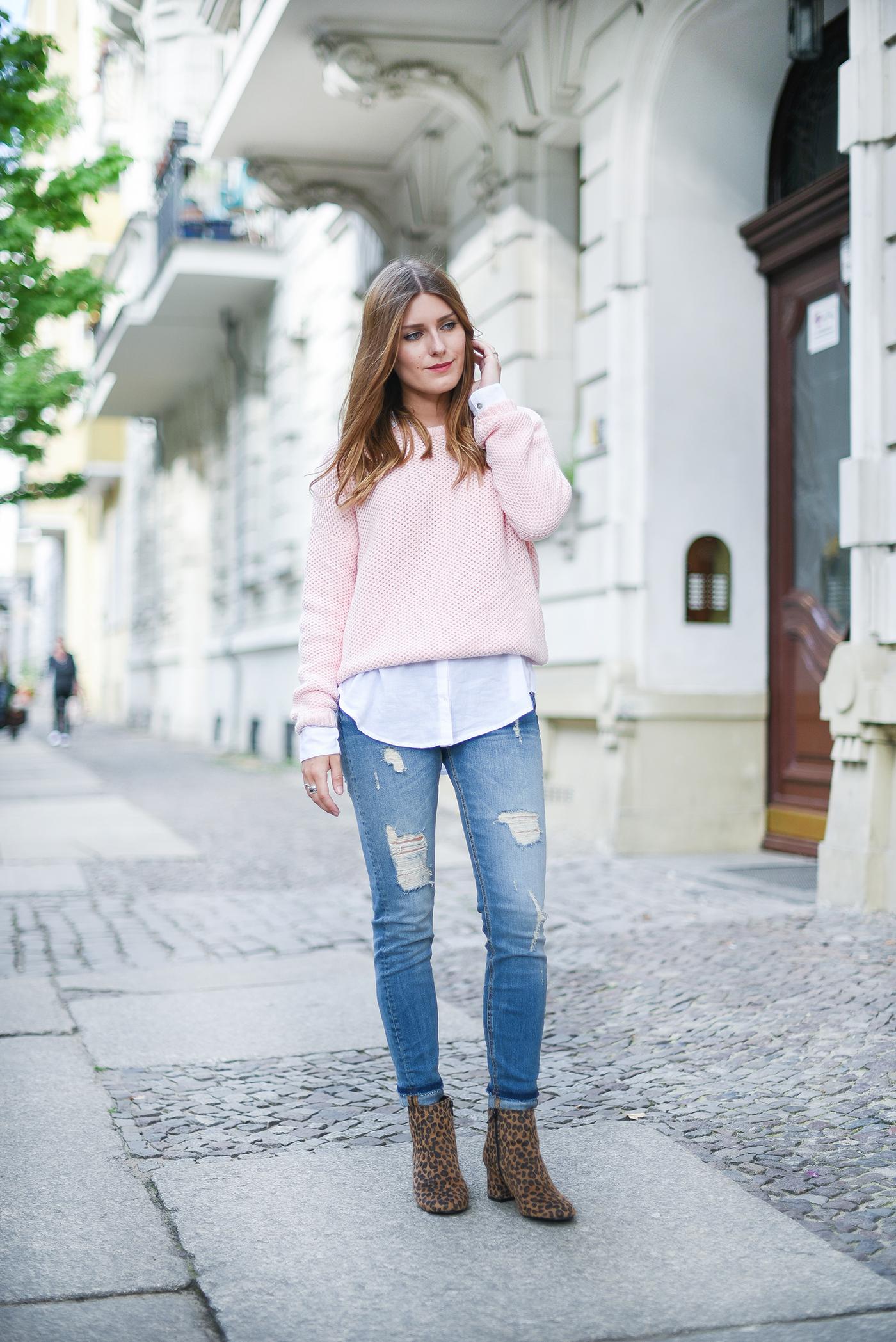 С чем модно носить рваные джинсы