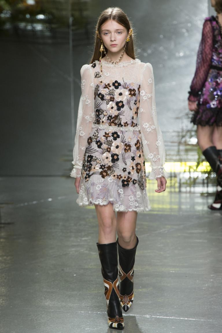Прозрачное модное короткое платье 2017 с цветами из коллекции Rodarte