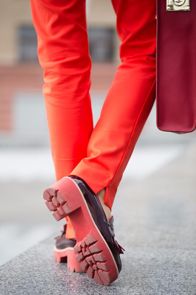 Обзор: туфли вишневого цвета на тракторной подошве