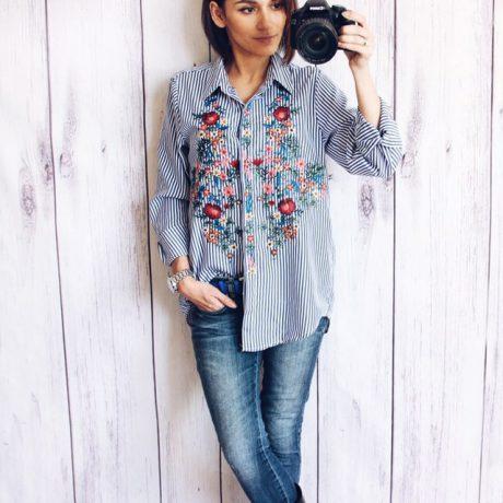 Обзор: полосатая рубашка с яркой цветочной вышивкой