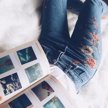Обзор: модные джинсы с вышивкой