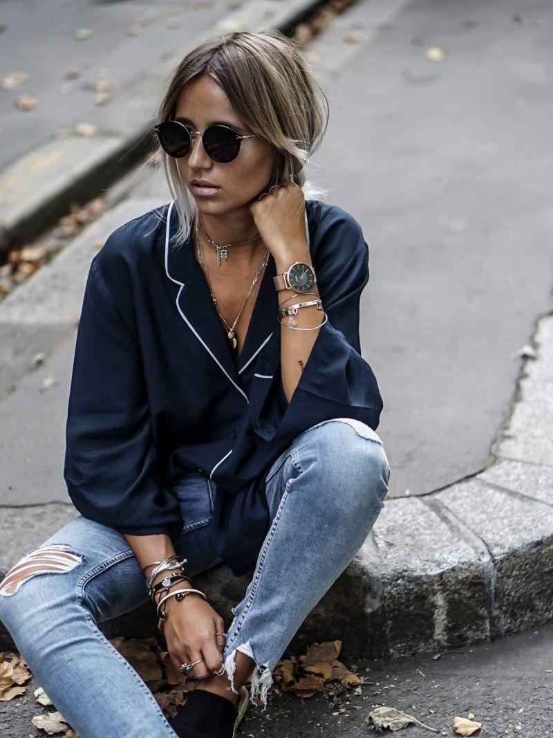 На фото: черный пиджак - тренд: пижама топ.