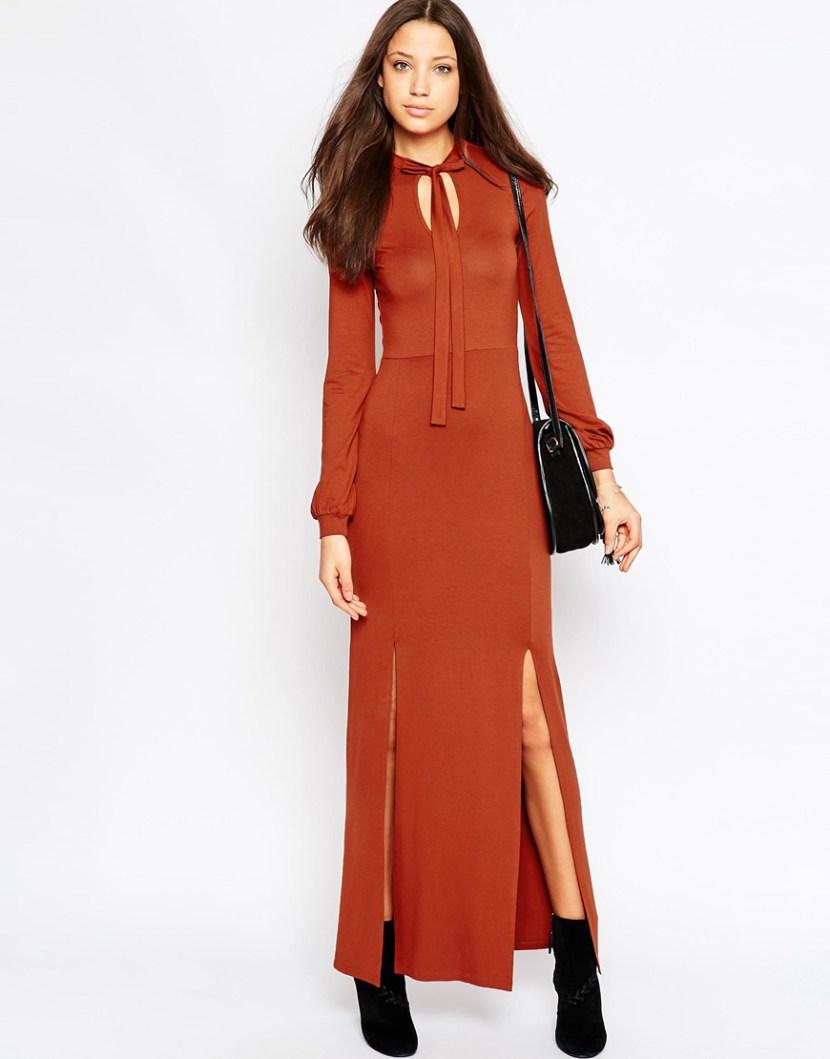 Модное длинное платье 2017 яркого цвета с разрезами