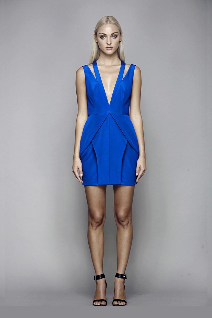 Синее модное короткое платье 2017 без рукавов