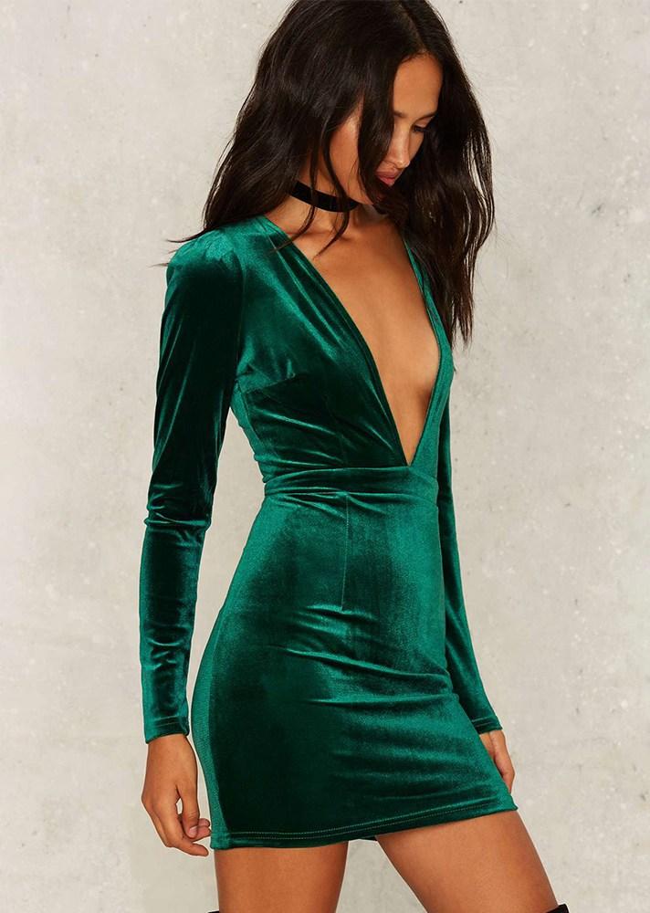 Короткое модное зеленое платье 2017 из бархата