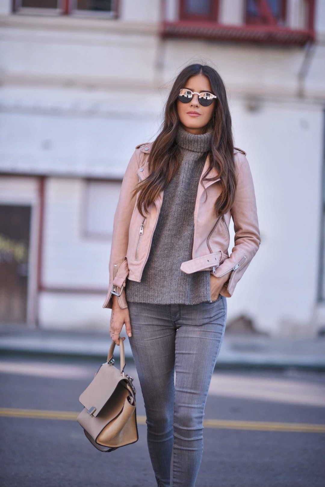 На фото: курточка пастельно-розового цвета - самый модный цвет сезона.