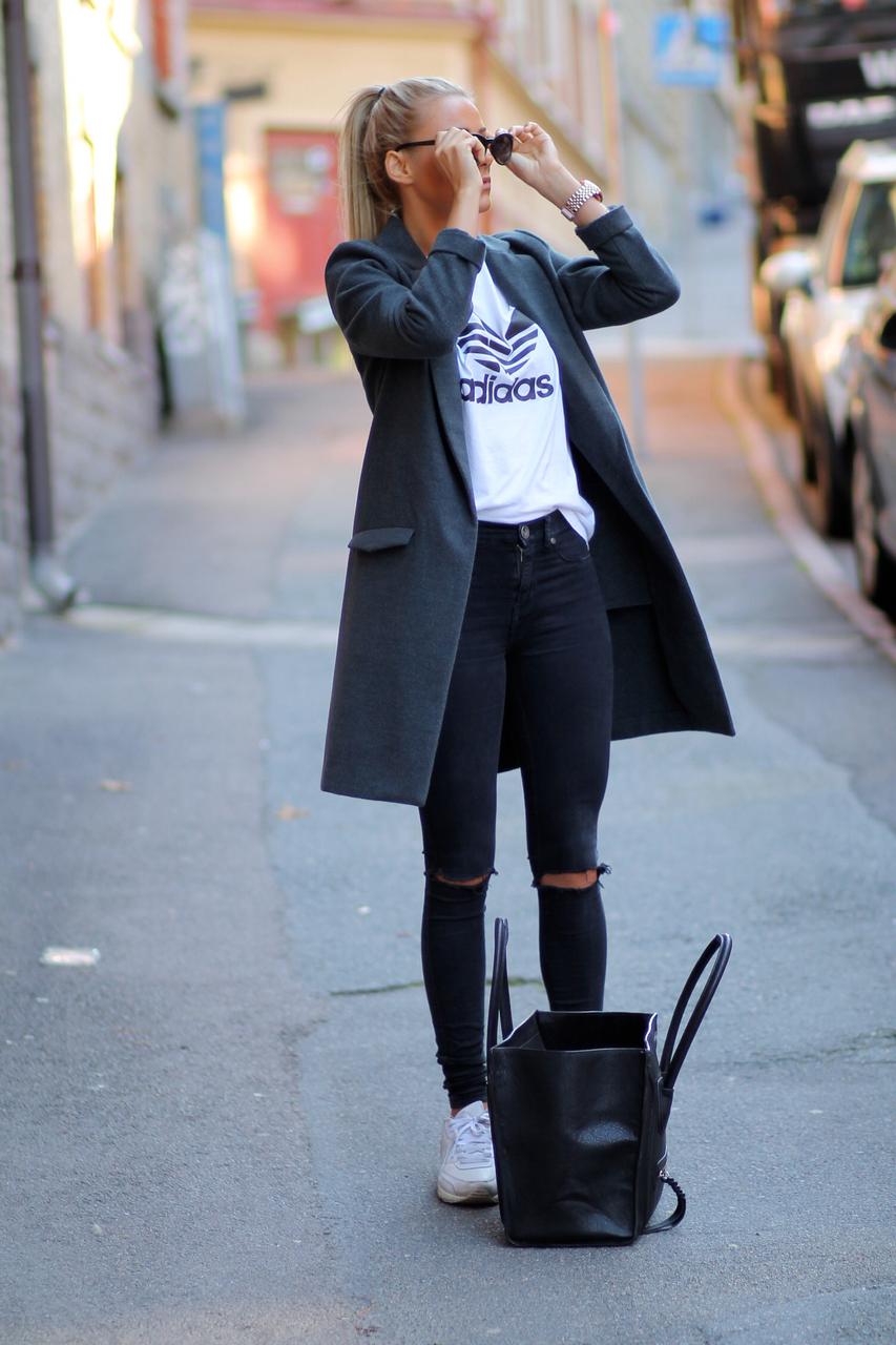 С чем носить короткое серое пальто