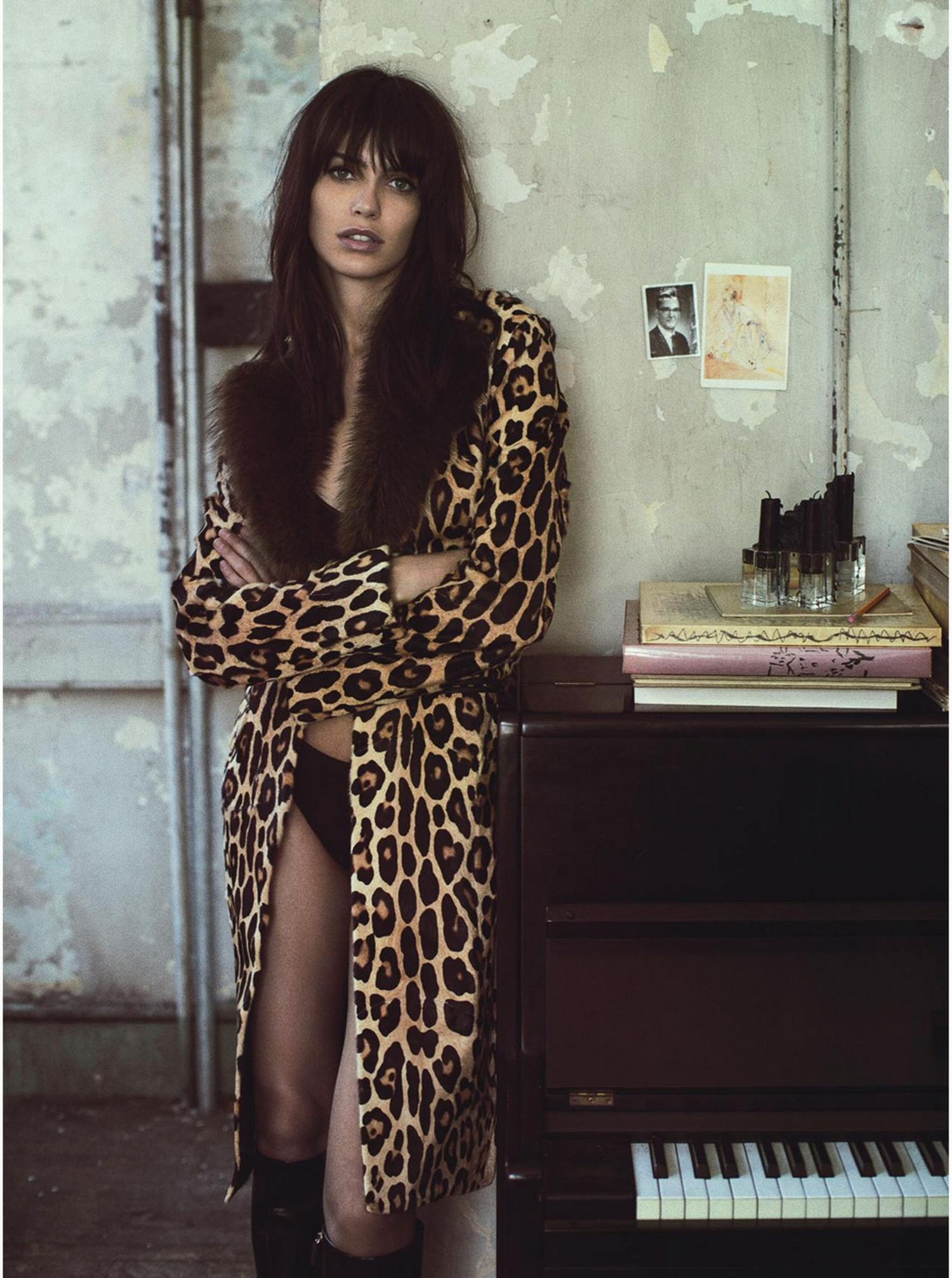 В стиле 70: пальто с леопардовым принтом.