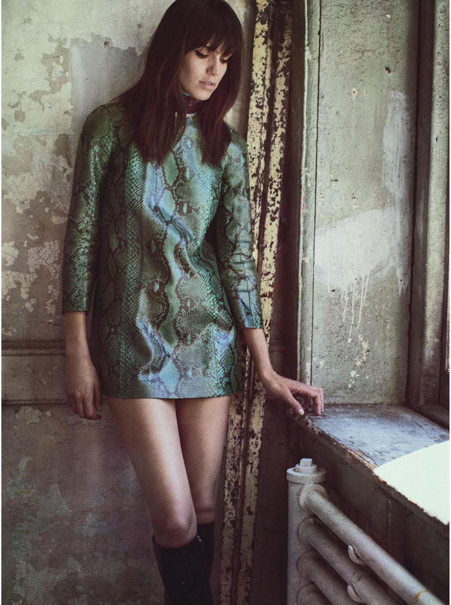 В стиле 70-х: супер короткое платье.