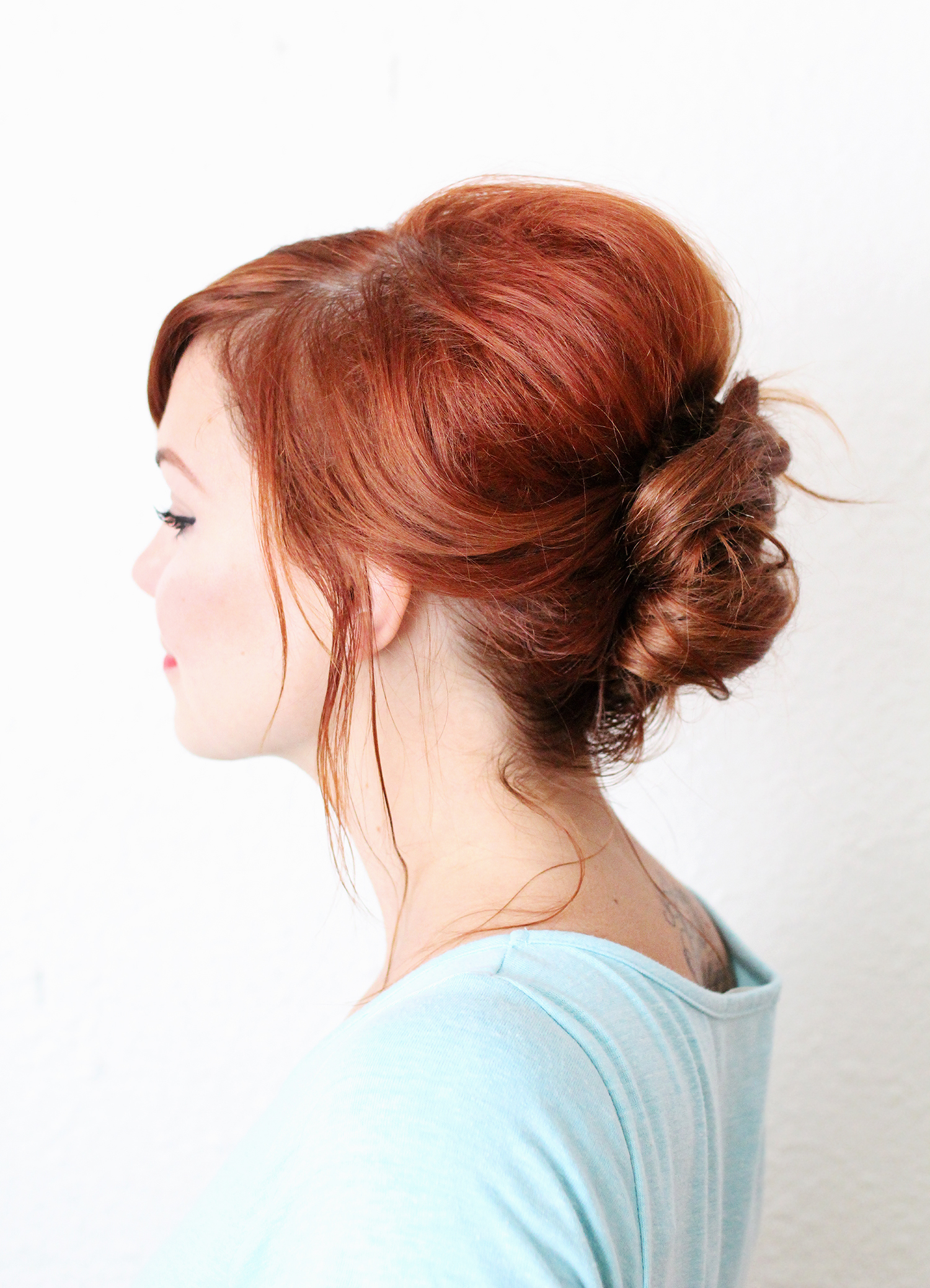 Быстрая причёска на каждый день со средними волосами - пучок с начесом фото мастер класс