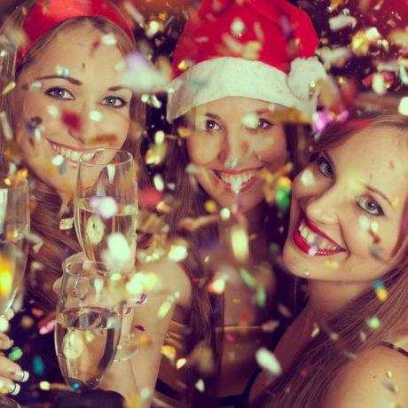 Во всеоружии: 3 модных образа для встречи Нового года