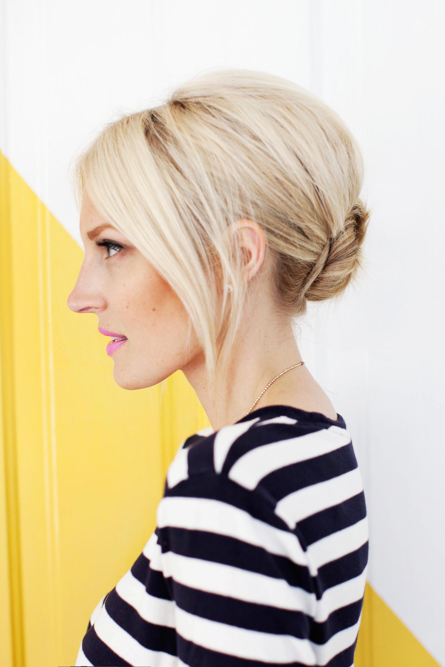 Пучок - прическа на средние волосы с начесом