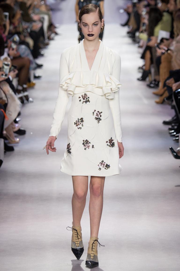 Белый модный с необычным кроем короткий кардиган 2017 фото обзор коллекции Christian-Dior.