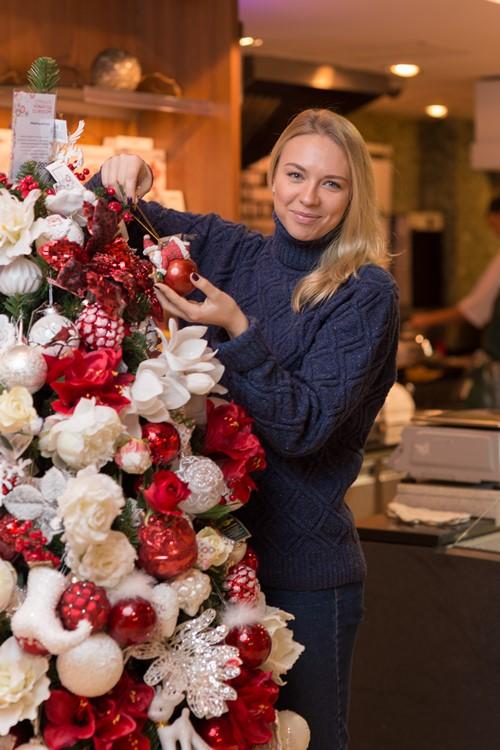 Фонд Подари жизнь и российские знаменитости нарядили елки в помощь детей с онкологией