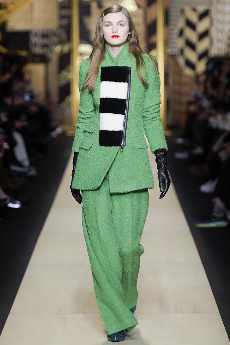 Светло зеленого цвета модный кардиган 2017 с удлиненными рукавами фото обзор коллекции Max-Mara.