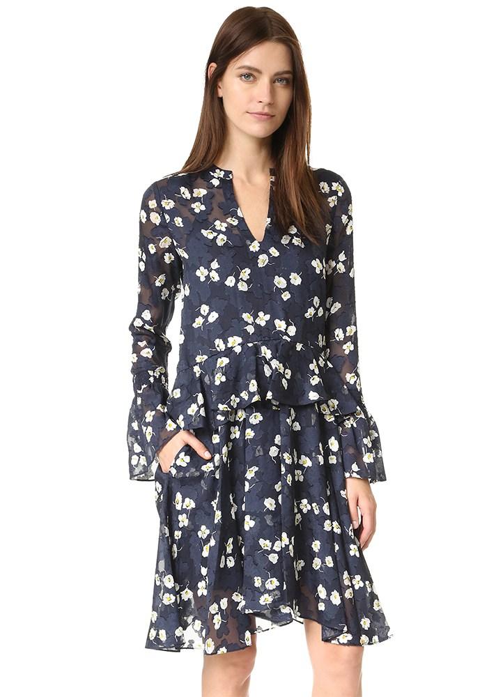 Модное платье с цветочным узором и широкими рукавами
