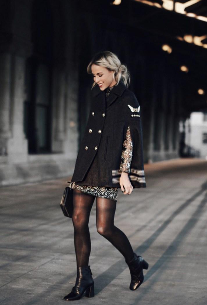 Короткое праздничное платье с черным кардиганим без рукавов.
