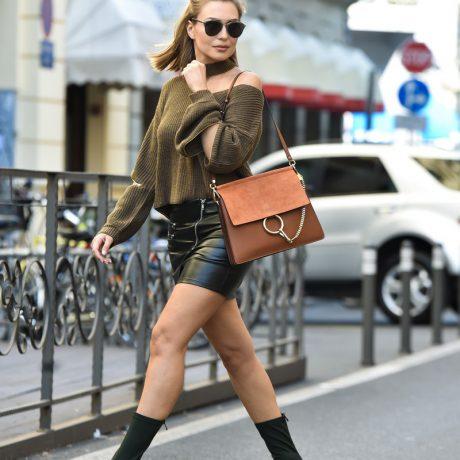 Замшевые сапоги: с чем модно носить?