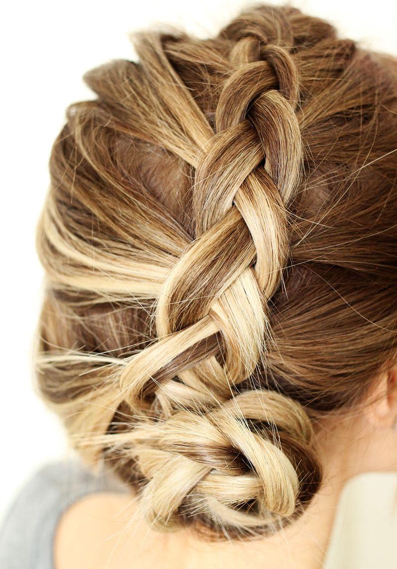 Милая прическа со средними волосами - коса набок - фото схема