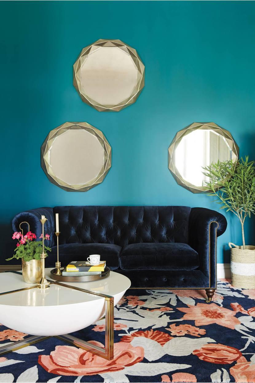 Бархатный диван: как сочетать бархат в интерьере