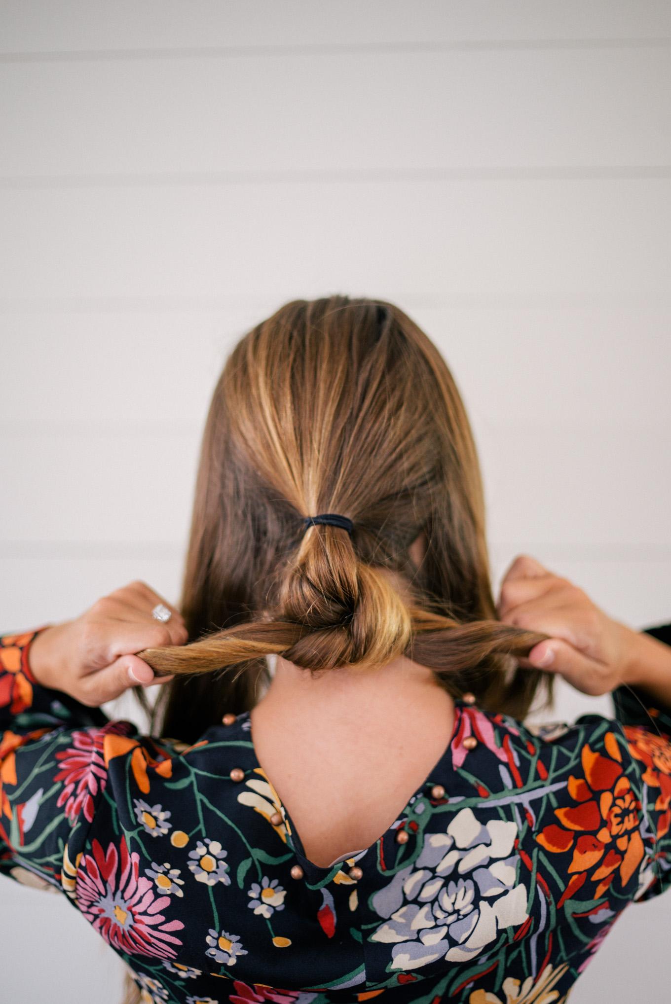 Оригинальная прическа на средние волосы - собранные волосы в пучок фото схема прически