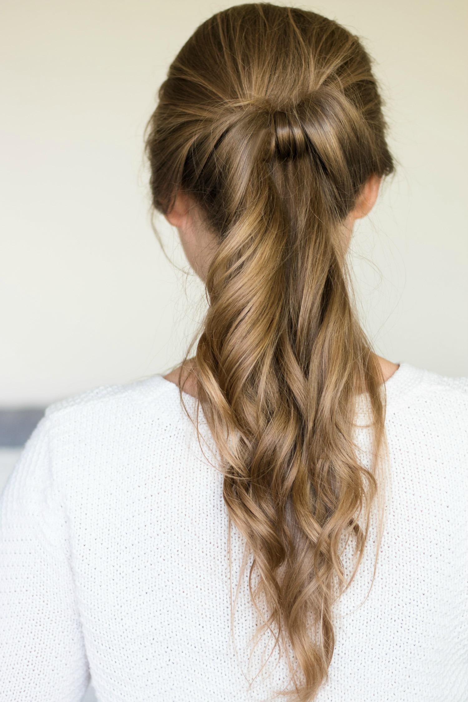 Модная причёска на средние волосы с собранным хвостом фото схема прически