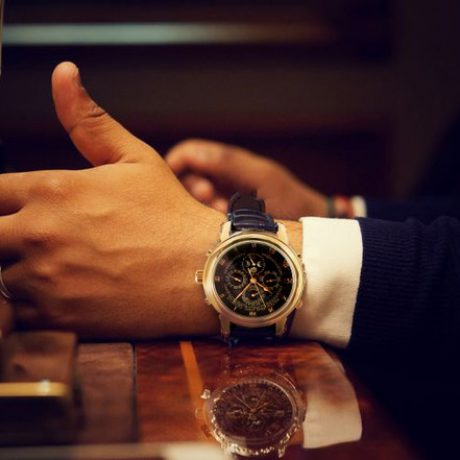 Стальные часы покорили общественность ценой 11 млн долларов