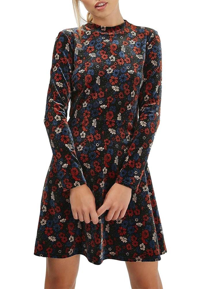 Бархатное платье с принтам.