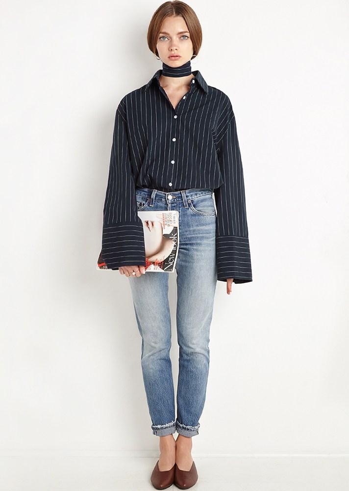 На фото: рубашка с принтом в полоску с широкими манжетами в полоску.