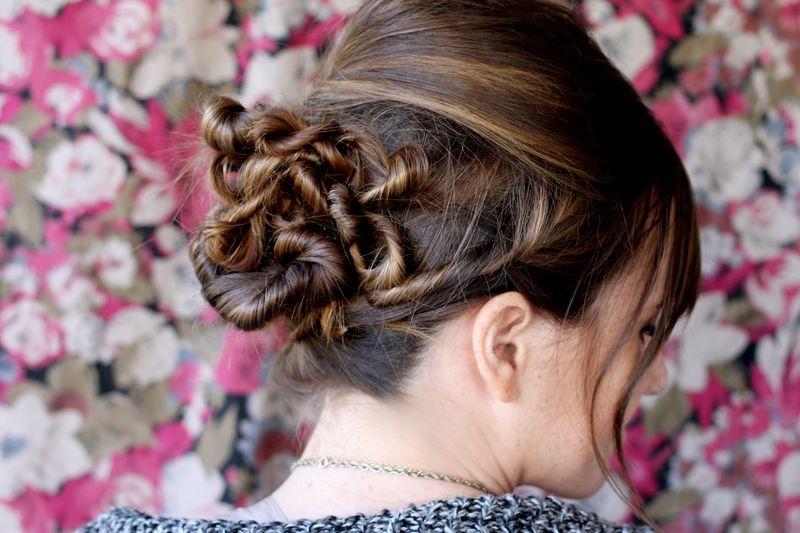 Прически на средние волосы с жгутиками фото схема