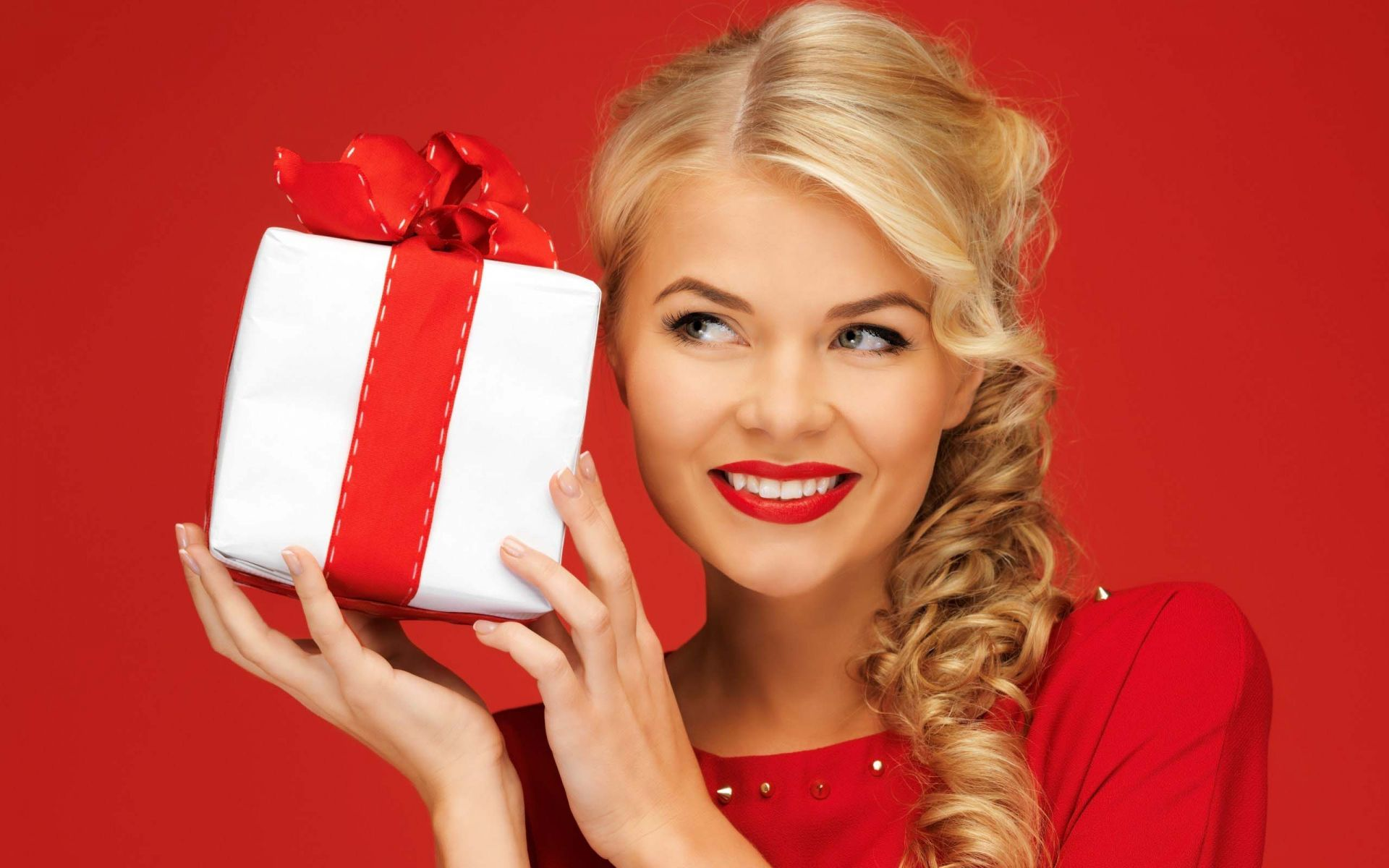 Подарок девушкам на новый год