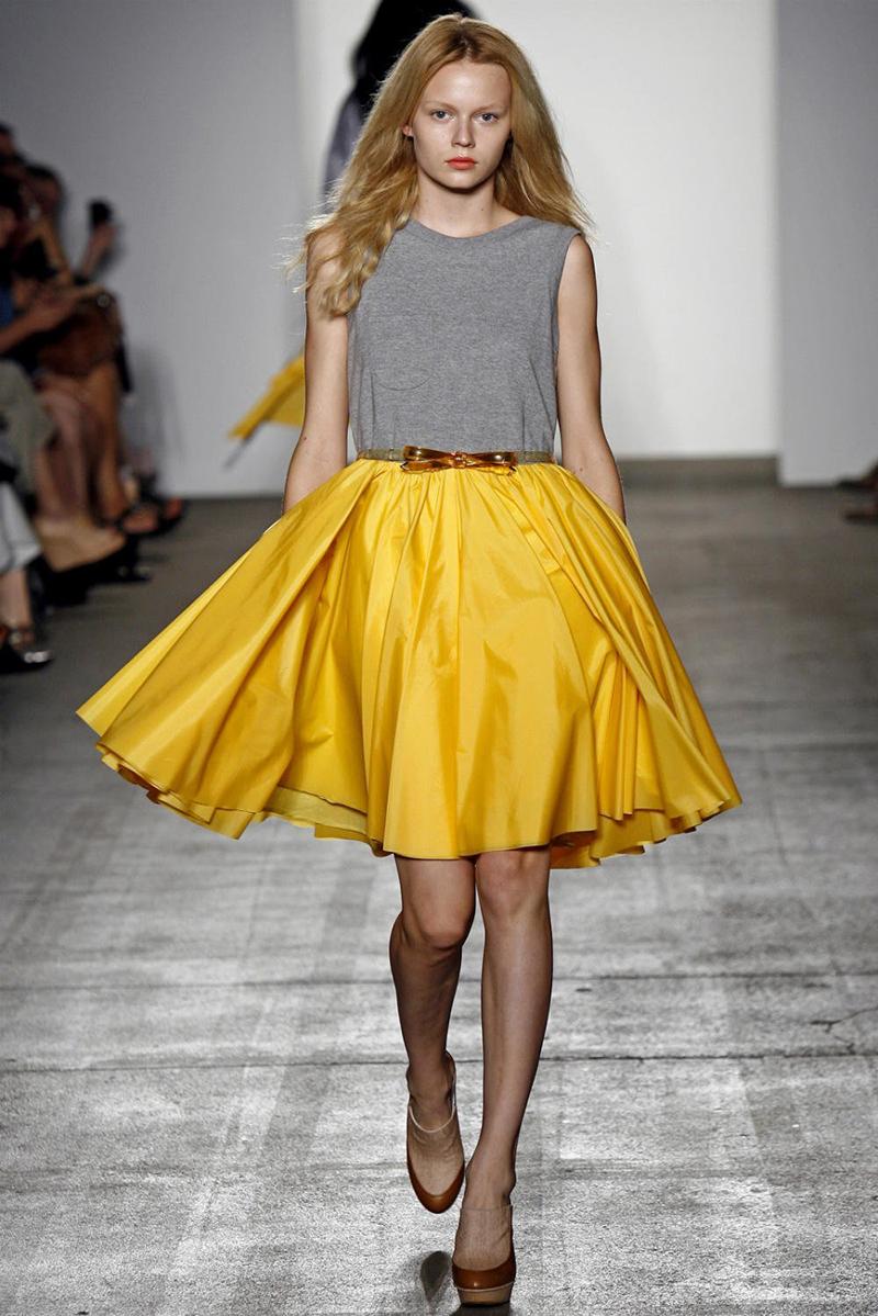 Желтая юбка солнце с чем носить