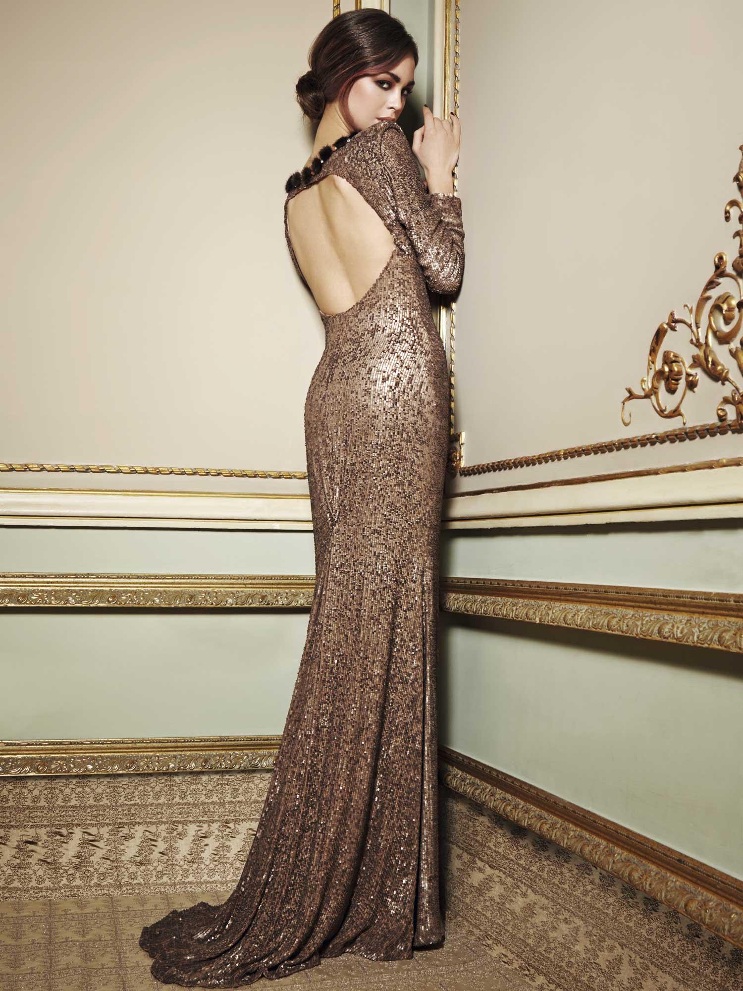 Фото девушка со спины в вечернем платье